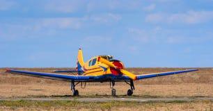 Treinamento claro e aviões comerciais Fotografia de Stock Royalty Free