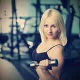 Treinamento da jovem mulher Foto de Stock