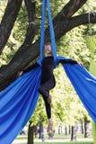 Treinamento da menina em sedas no ar livre Imagem de Stock Royalty Free
