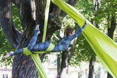 Treinamento da menina em sedas no ar livre Foto de Stock