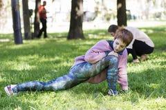 Treinamento da menina em sedas no ar livre Fotografia de Stock Royalty Free