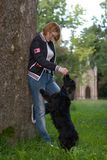 Treinamento da menina seu cão Imagem de Stock