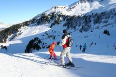 Treinamento de esqui dos miúdos fotos de stock royalty free