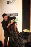 Treinamento de habilidades do corte do cabelo Fotografia de Stock