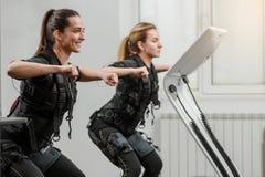 Treinamento do EMS no fitnessclub imagem de stock royalty free
