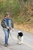 Treinamento do filhote de cachorro imagem de stock royalty free