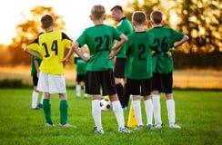 Treinamento do futebol do futebol para crianças Futebol Team Training Fotos de Stock