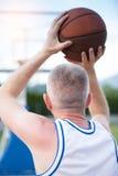 Treinamento do jogador de basquetebol na corte conceito sobre basketbal Foto de Stock Royalty Free
