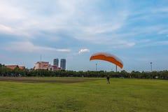 Treinamento do paraquedas no parque Imagem de Stock