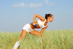 Treinamento do peso da mulher foto de stock royalty free