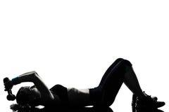 Treinamento do peso da postura da aptidão do exercício da mulher Imagens de Stock