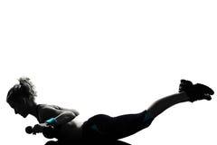 Treinamento do peso da postura da aptidão do exercício da mulher Fotografia de Stock Royalty Free