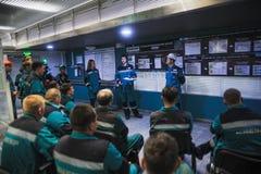 Treinamento dos coordenadores na sala de comando imagens de stock