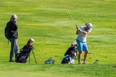Treinamento dos jogadores de golfe Foto de Stock Royalty Free