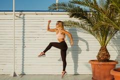 Treinamento e exercício exteriores imagem de stock royalty free