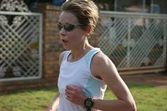 Treinamento fêmea do atleta Fotos de Stock