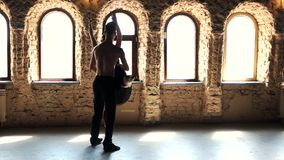 Treinamento fêmea profissional do dançarino de bailado com seu sócio video estoque