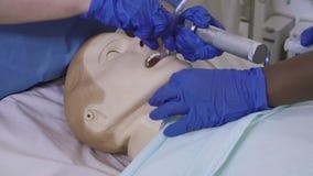 Treinamento médico - 01 - procedimento da intubação filme