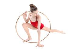 Treinamento rítmico desportivo da ginasta com aro Imagens de Stock Royalty Free