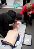 Treinamento transversal vermelho para a respiração artificial Imagem de Stock