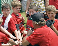 Treinando o basebol da liga júnior Imagens de Stock Royalty Free