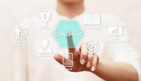 Treinando o conceito do ensino eletrónico do desenvolvimento do treinamento do negócio de educação da tutoria Foto de Stock
