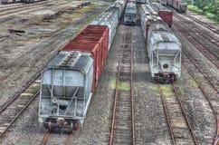 Treinauto's en spoor royalty-vrije stock afbeelding