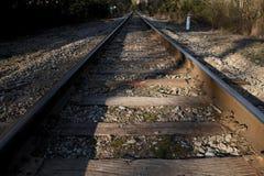 Treine as trilhas que apagam-se na distância Fotografia de Stock