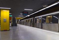 Treine na estação Imagens de Stock