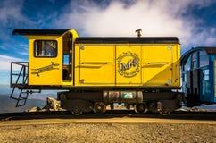 Treine na montagem Washington Cog Railway, na montagem Washington mim imagens de stock