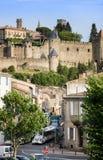 Treine na rua em Carcassone contra a fortaleza medieval, ele foi adicionado à lista do UNESCO de Worl imagens de stock