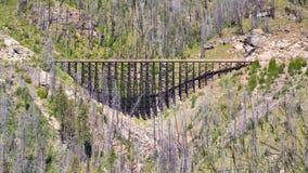 Treine o cavalete na estrada de ferro do vale da chaleira perto de Kelowna, Canadá imagem de stock royalty free