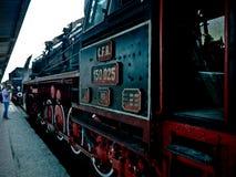 Treine o destino pacífico de Bucuresti Romênia Europa do motor para cursos fotografia de stock royalty free