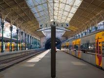 Treine a plataforma no estação de caminhos-de-ferro do bento do Sao, Porto, Portugal Fotos de Stock
