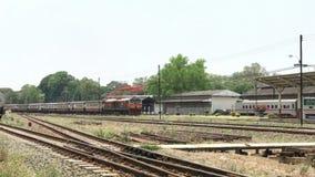 Treine a rota Banguecoque e Chiangmai em Chiangmai Statio Railway, vídeos de arquivo