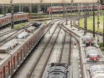 Treinen in de het manoeuvreren werf van de Post van Presidente Altino in Osaco worden geparkeerd die stock afbeelding