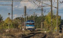 Treinen en spoorweg in Vsetaty-stad stock foto's