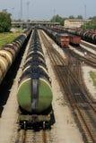 Treinen met zwarte olie Stock Afbeeldingen