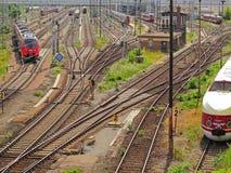 Treinen op sporen Royalty-vrije Stock Afbeeldingen