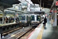 Treinen, Osaka Station Stock Afbeelding