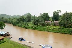 Treinrit over de legendarische Doodsroute - kijk aan de rivier stock foto