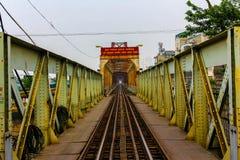 Treinspoor, Lange Bien-Brug, Hanoi, Vietnam stock foto