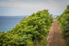 Treinspoor langs Kust Stock Foto's