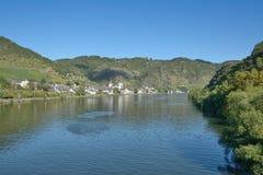 Treis-Karden i den Mosel dalen, Rheinland-Pfalz, Tyskland royaltyfri fotografi