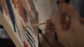 Trek een beeld op canvas stock videobeelden