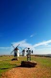 Trek het standbeeld van Don Quichot en van Sancho aan Panza Stock Fotografie