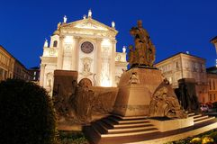 Trek standbeeld Bosco bij schemer aan Stock Foto