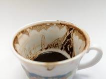 Trek ` t zorgen aan voor de koffiekop na het drinken van Turkse koffie royalty-vrije stock afbeelding