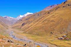 Trek van de Vallei van Truso, Kazbegi Georgië stock foto's