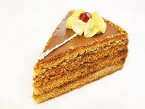 Trekantig cake med den dekorativa blomman Arkivbilder
